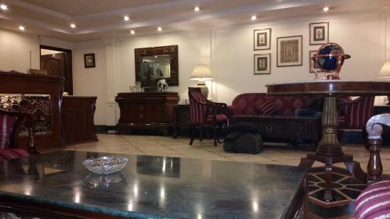 Qutub Residency: Холл