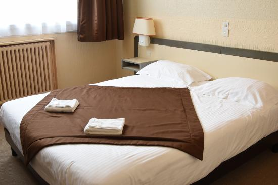hotel le continental vierzon france voir les tarifs 52 avis et 13 photos. Black Bedroom Furniture Sets. Home Design Ideas