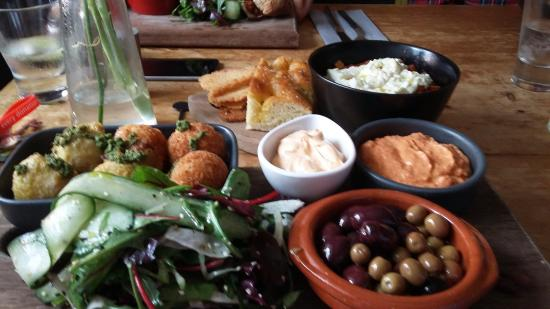 Horsley, UK: The Awesome Veggie Platter