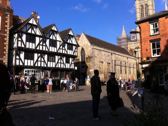 Lincoln Visitor Information Centre: Visitors Centre proximity to the Cathedral and Castle