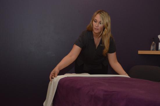 Oswego, IL: Massage Envy