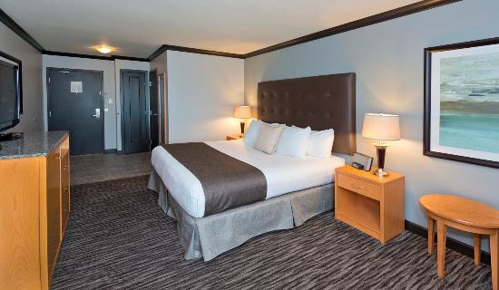 Prestige Treasure Cove: Deluxe King Bedroom