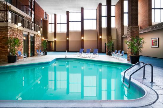 Four Points by Sheraton Richmond Airport: Pool