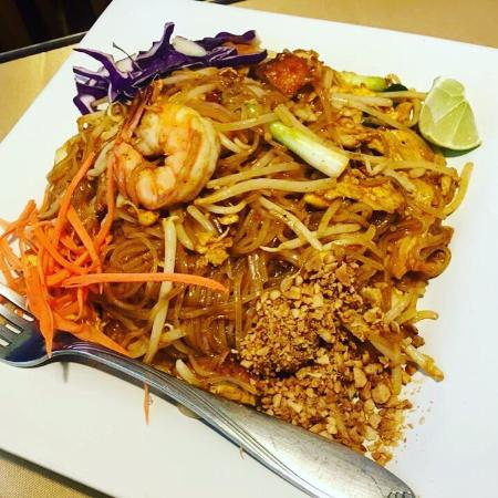 Kinnaree Thai Cuisine: Pad thai!:) yummy