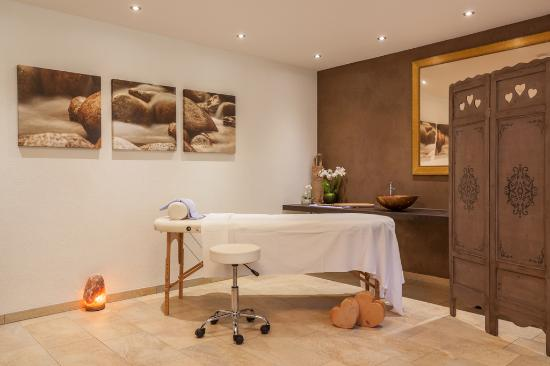 massageraum bild von alpinhotel berghaus tux tripadvisor. Black Bedroom Furniture Sets. Home Design Ideas