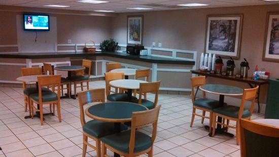 La Quinta Inn Richmond: lobby and breakfast area