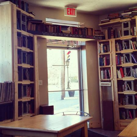 Hurricane, Virginia Occidentale: The front door of Books and Brews