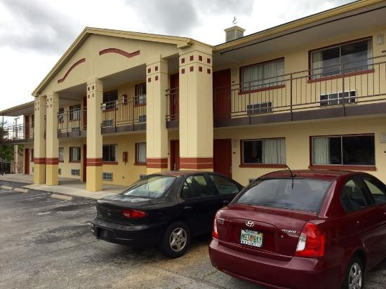 Best Motel Lakeland: Front of 100 Building