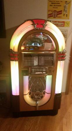 Kahler Glen Golf & Ski Resort: The Jukebox in the house! Amazing!