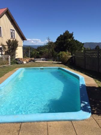 Hotel y Departamentos El Castillo de Niebla: piscina disponible para los huéspedes.