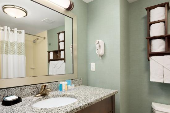 Hampton Inn & Suites Birmingham/280 East-Eagle Point - Guest Bathroom