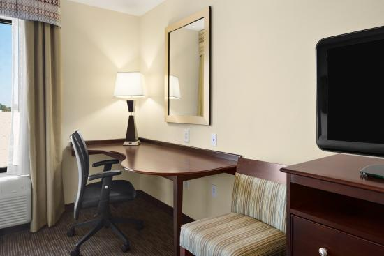 هامبتون إن آند سويتس برمنجهام / 280 إيست: Hampton Inn & Suites Birmingham/280 East-Eagle Point - Queen Guest Room Living Area