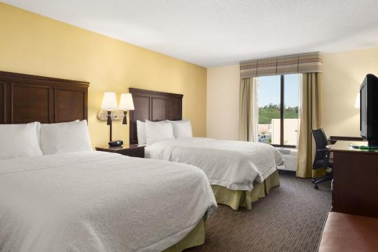 Hampton Inn & Suites Birmingham/280 East-Eagle Point - Queen Guest Room
