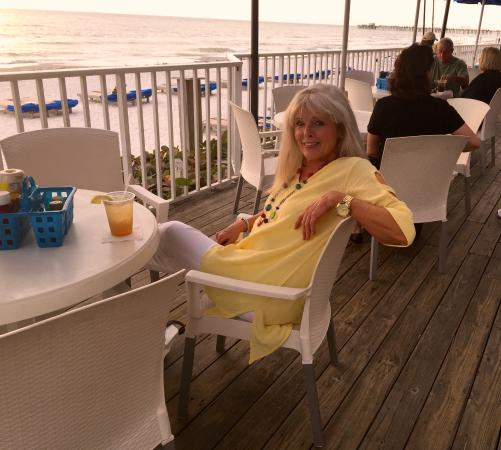 Doubletree Beach Resort by Hilton Tampa Bay / North Redington Beach: Sitting at Doubletree outside bar watching sunset.