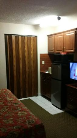 Riverside Towers: Another Great Visit, these are shots of a family suite room 306