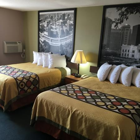 Eureka, MO: Remodeled Double Queens