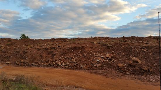 Jessieville, AR: Piles of dirt filled with lovely crystals!