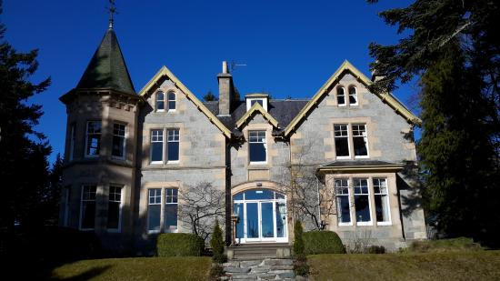 Tigh na Sgiath Country House Hotel: Front view.