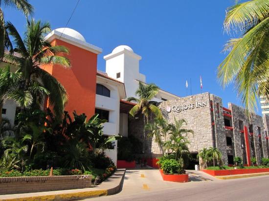 Quijote Inn: FACHADA