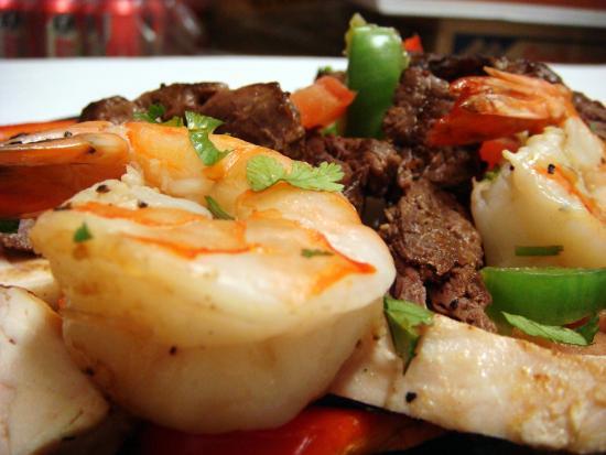 San Clemente, كاليفورنيا: Beef, Chicken & Shrimp Fajitas At La Siesta Mexican Restaurant
