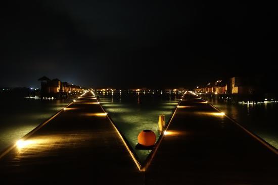 Lankanfushi : Jetty 1 by night