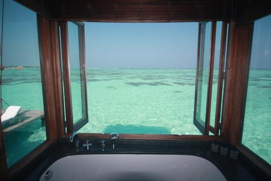 Lankanfushi : A bath with a view