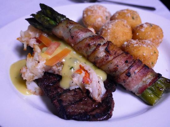 The Cl Act Restaurant Kansas City Steak With Lobster Béarnaise