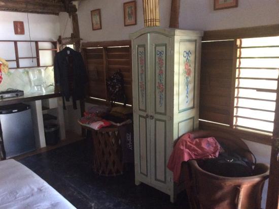 alter schrank wurde sp ter reingestellt da keine ablage f r kleider vorhanden picture of. Black Bedroom Furniture Sets. Home Design Ideas