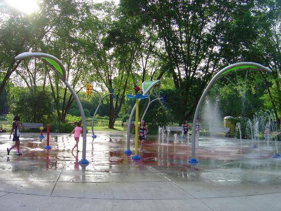 Lakeview Park: summer splash park