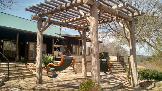 Bella Vista Bed and Breakfast on Lake Travis: Relaxing patio area