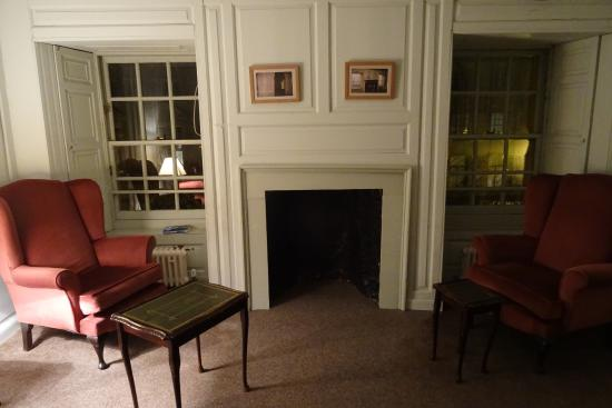 Dundee Backpackers Hostel: Reading Room