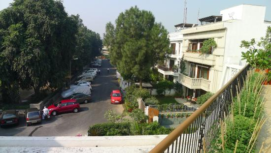 Ahuja Residency Golf Links: Ahuja Residency - from front balcony to street