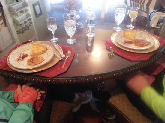 Granbury Gardens Bed And Breakfast : breakfast for two