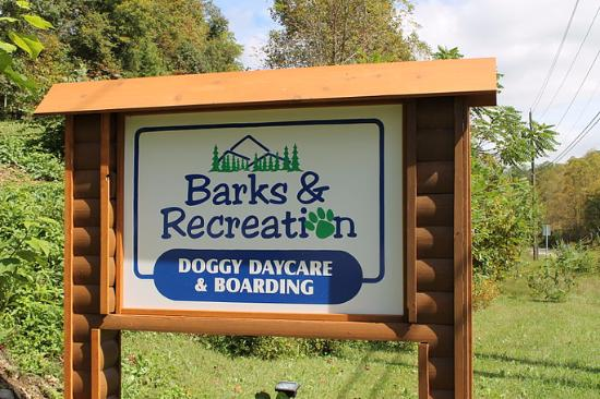 ‪Barks and Recreation‬