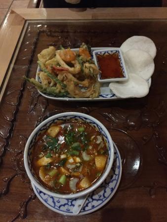 Rainbow Thai-Kitchen & Sushi : イカと野菜のてんぷら・トムヤンガイスープ
