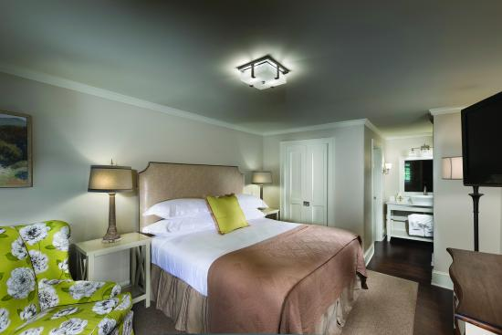 200 Main by Old Edwards: Standard King Room