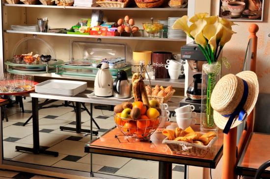 Hotel Restaurant Les Commercants : Buffet petit déjeuner