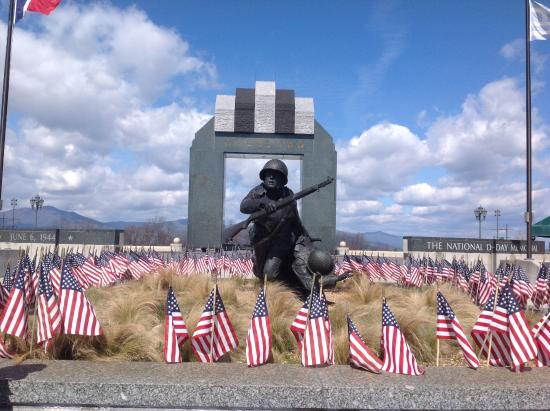 Bedford, VA: Flag garden where visitors may buy a flag and write a soldier's name on it