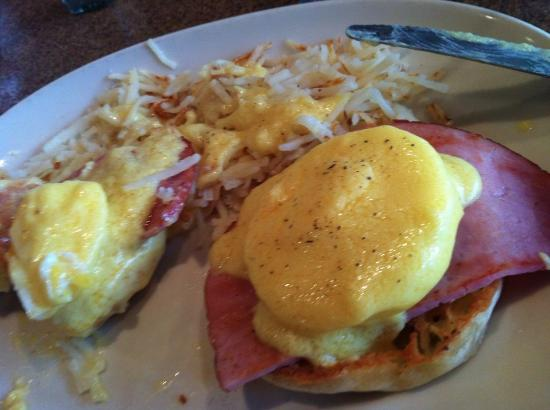 Surrey, Canadá: Eggs Benny done right at the Pantry (Pancreas)