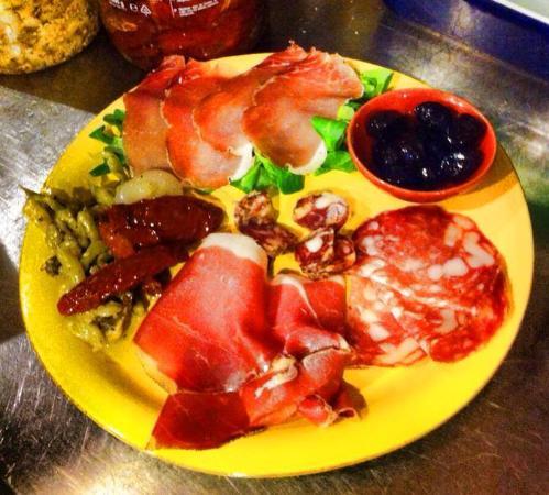 Montespertoli, Ιταλία: Selection of local butcher's cold cuts