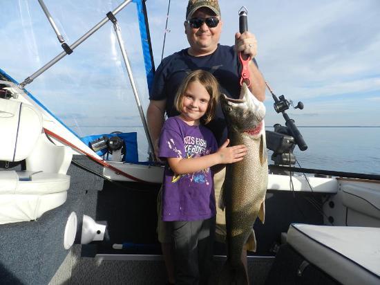 แบร์รี, แคนาดา: This Lake Trout was almost as big as her!