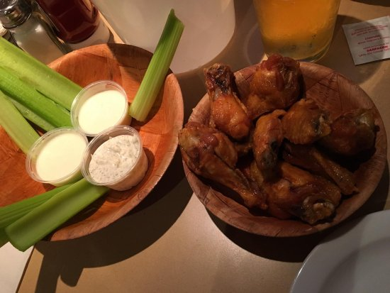 Duff's Famous Wings: photo7.jpg