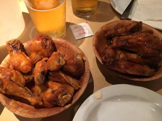 Duff's Famous Wings: photo9.jpg