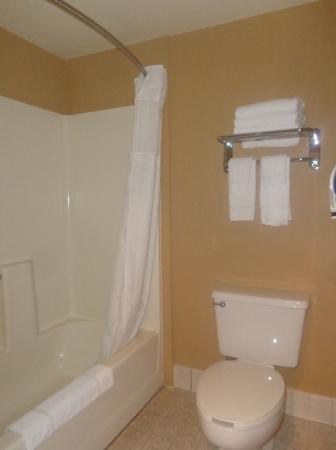 Cozad, NE: bathroom