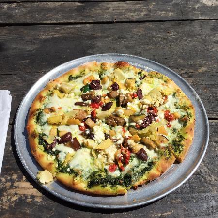 Papa Lennon's: Mediterranean pizza