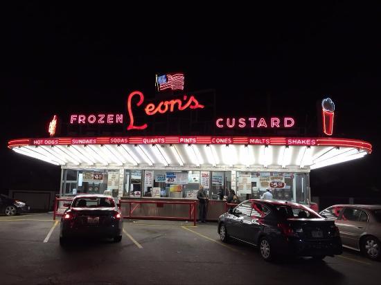 Leon S Frozen Custard Drive In Milwaukee Wisconsin