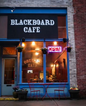 Blackboard Cafe: Entrance