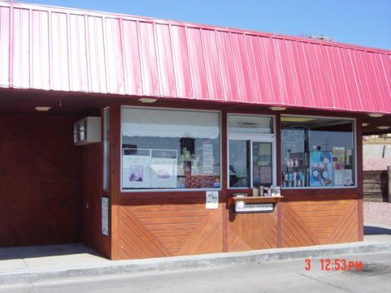 McCook, NE: Sweet little shop