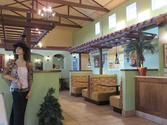 Santa Paula, CA: Bright, light interior space.