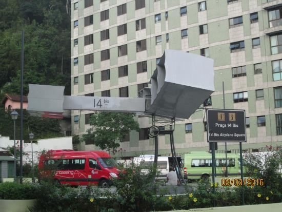 Expeditioner's Square (Praça Expedicionários): 14 bis